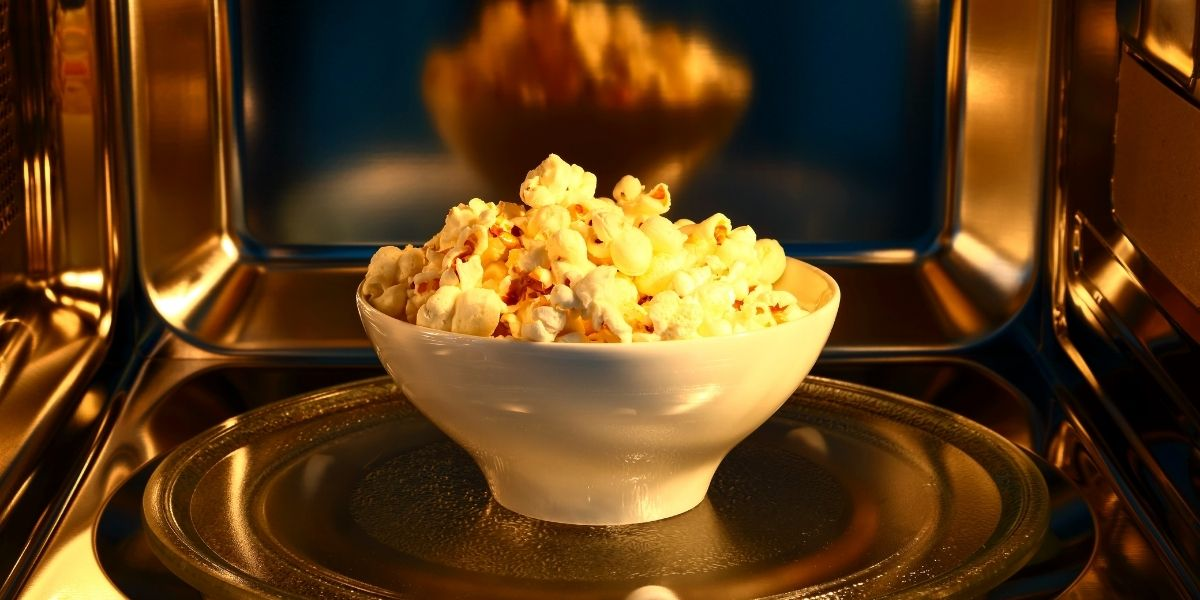 How Long to Microwave Popcorn Without Burning it